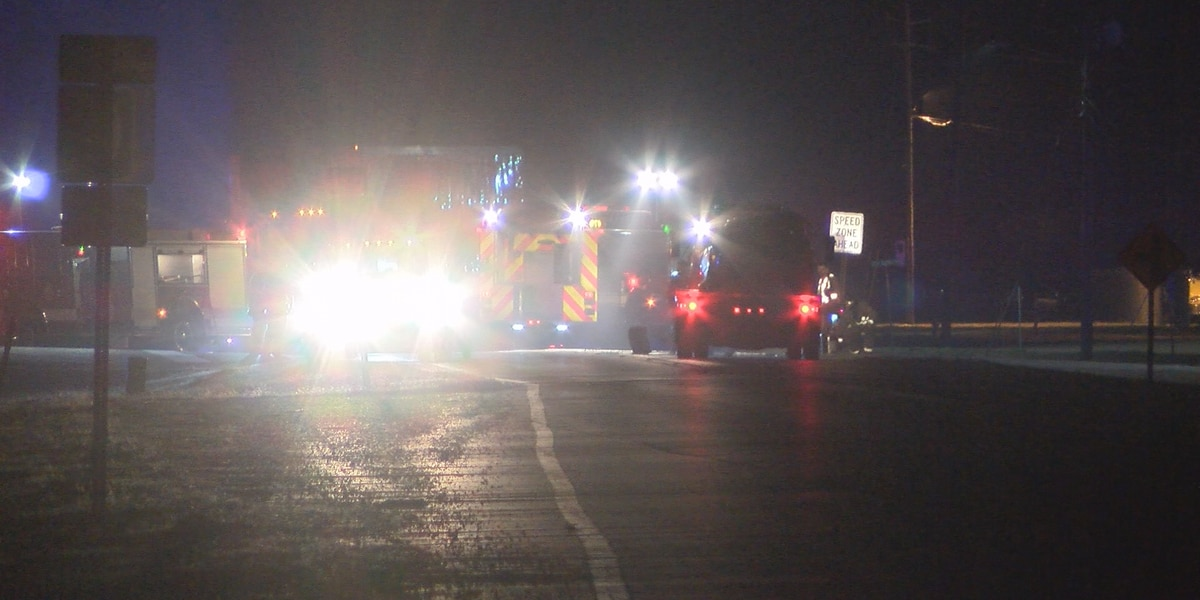 Two people injured, traffic stalled, after two-vehicle crash in Petal