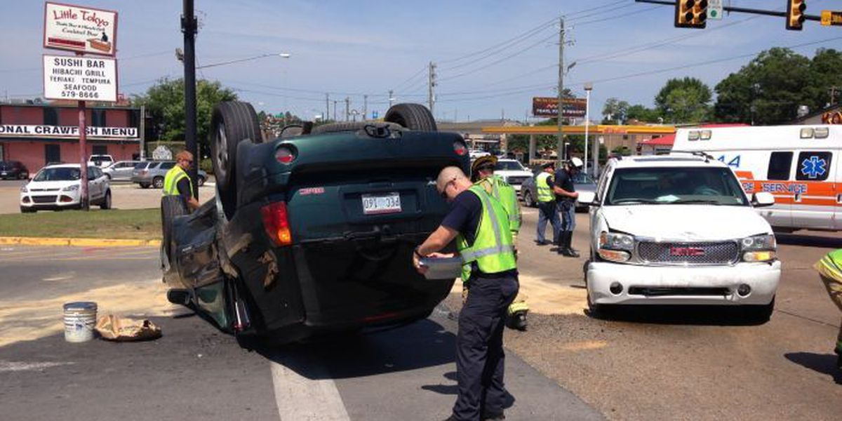 TRAFFIC ALERT: One injured in rollover accident in Hattiesburg