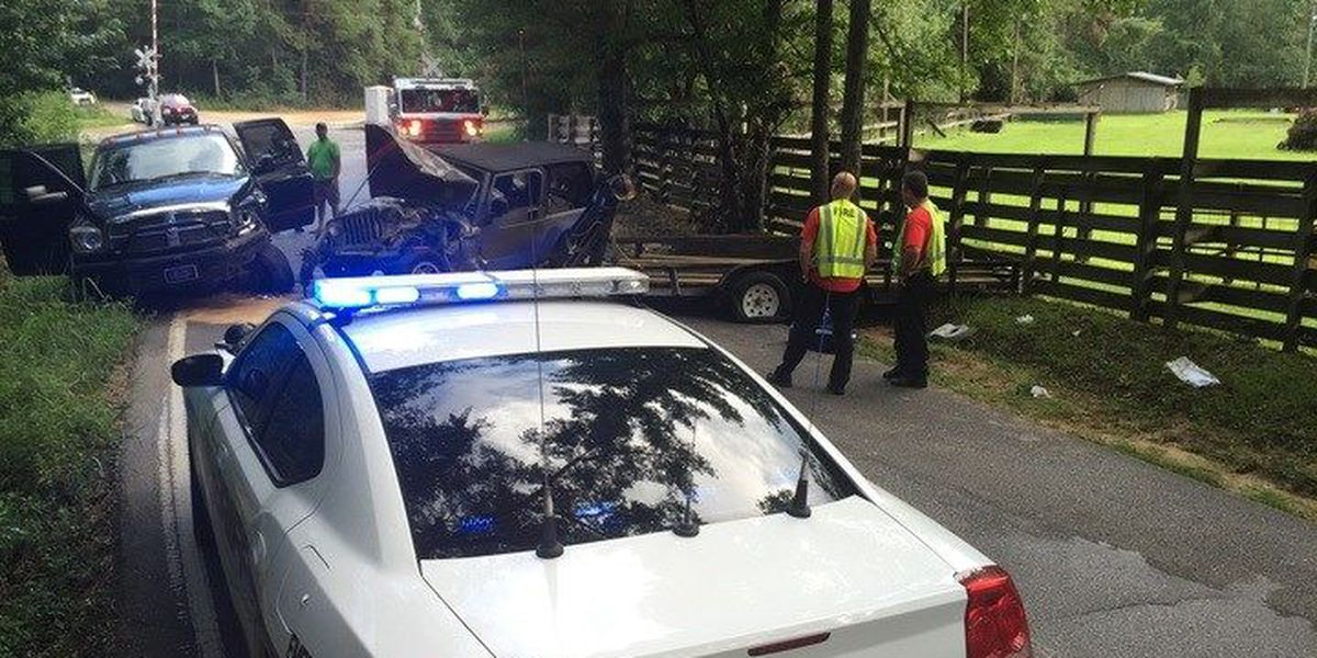 Lamar County responds to head-on collision