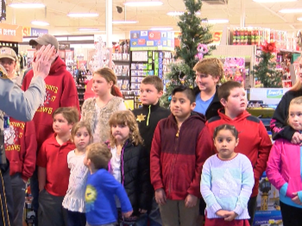 Perry County kids shop with a cop