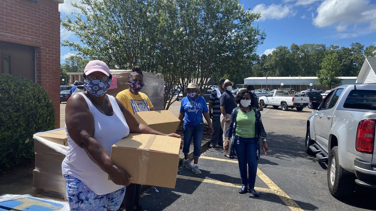 Food boxes distributed at Bay Springs City Hall